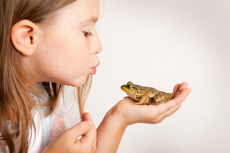 Girl holding frog in her hand